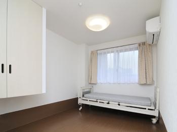 居室です。無駄な装飾を省きシンプルイズベスト!