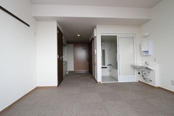 居室の広さは27.4㎡ 浴室、トイレ、キッチン付き