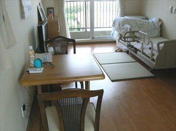 Aさんの居室の一例です。テーブル、畳など自分らしさを演出されてます。